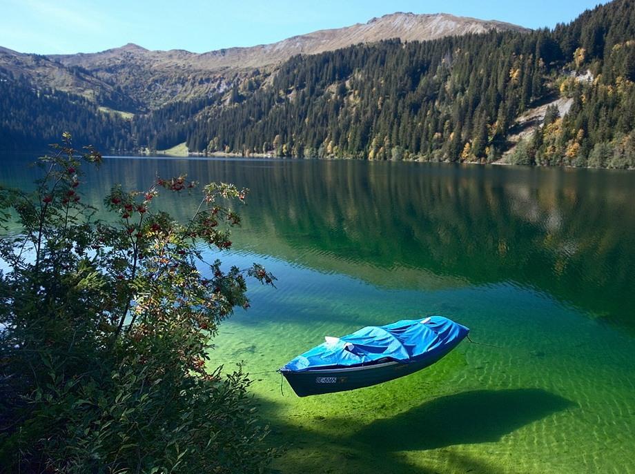 Looks like a sweet place for a swim.